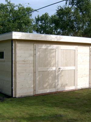 garage met 2 houten poorten