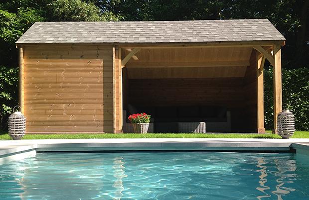 modern houten poolhouse met strak design